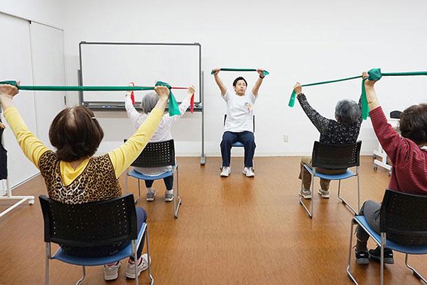 山口県下関市ー下関リハビリテーション病院セラバンドや重錘を用いた筋力トレーニングを実施します。